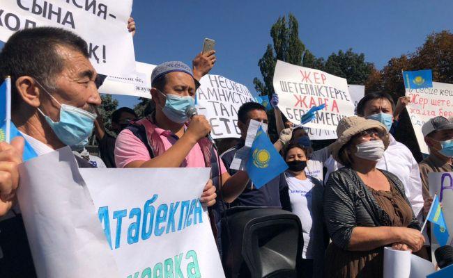 ВАлма-Ате проходит митинг против китайской экспансии