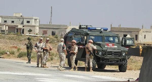 СМИ: Российские военные образумили сирийских курдов турецкой армией