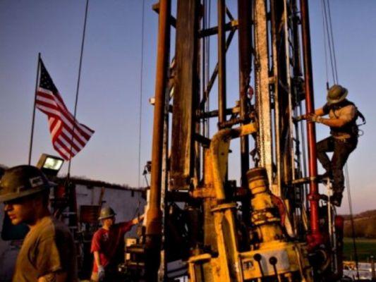 Нефть начала неделю снижением: Рост числа буровых в США