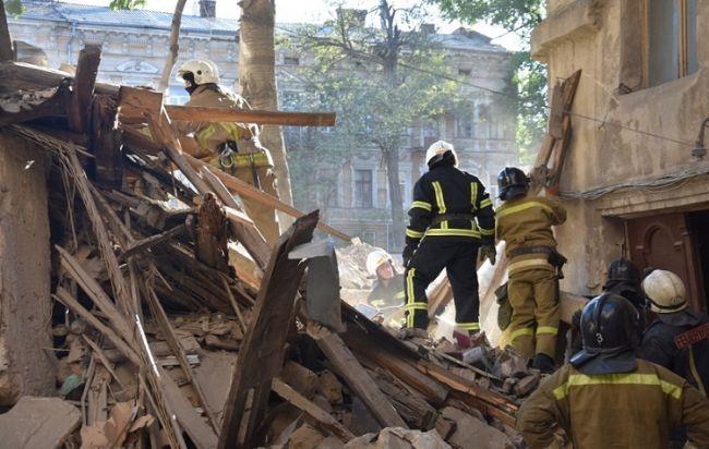 В Одессе обрушился жилой многоквартирный дом, жертв нет