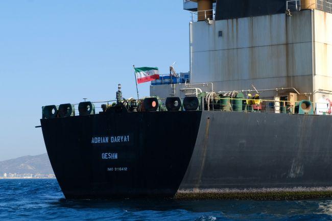Скандальный иранский танкер вторые сутки не выходит на связь