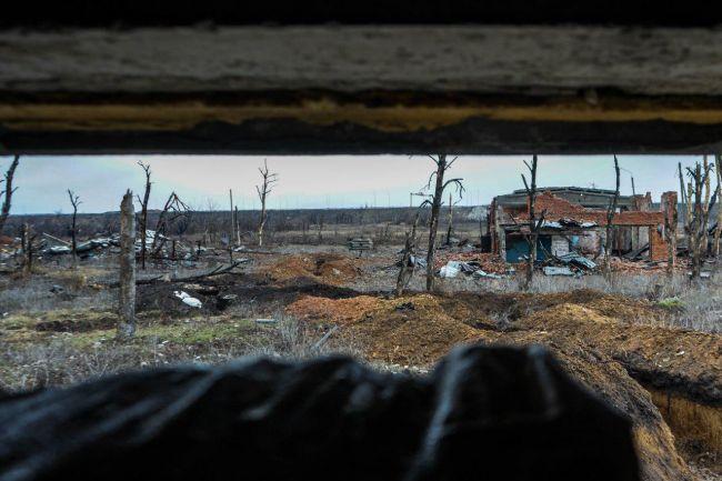Вид на позиции противника из бойницы на авдвеевской промке // Фото: Кристина Мельникова (EADaily)
