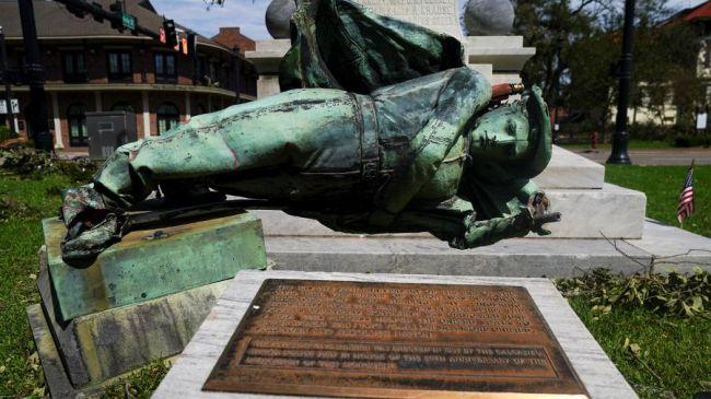 Вамериканском Шарлотсвилле снесли памятник конфедератам