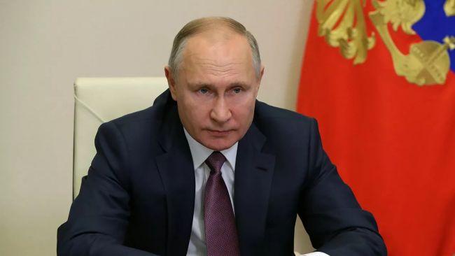 Путин поручил прокуратуре проконтролировать выделение соцвыплат медикам